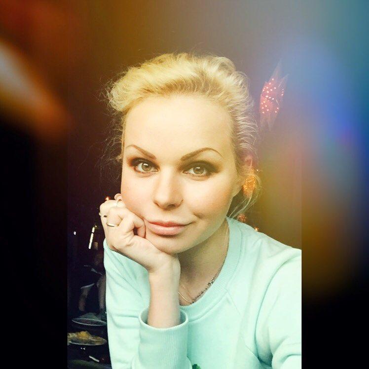 Алиса ВоксБурмистрова разделась на концерте группы